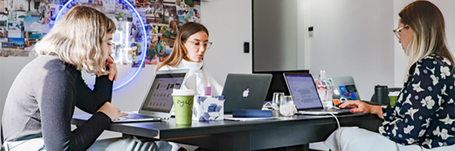 Group of women digital marketers