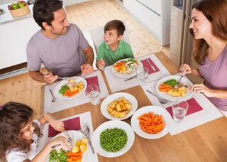 Family enjoying a healthy mean